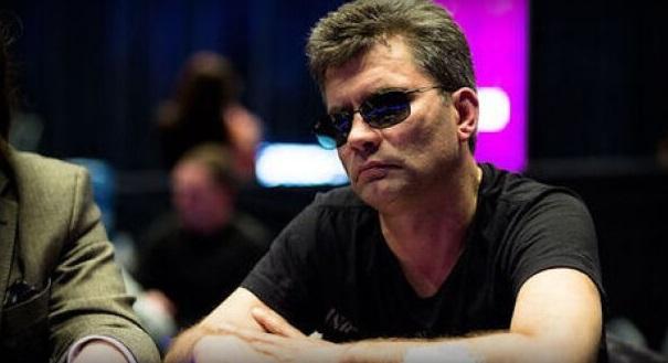 Coca wore darkly sunglasses seems to cheat in poker